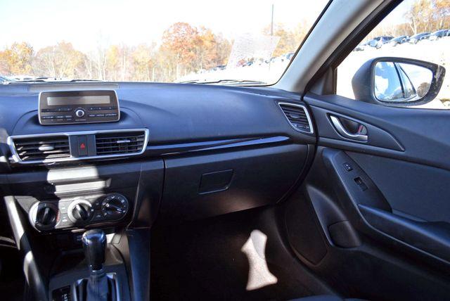 2015 Mazda Mazda3 i SV Naugatuck, Connecticut 12