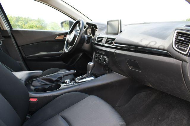 2015 Mazda Mazda3 i Sport Naugatuck, Connecticut 8