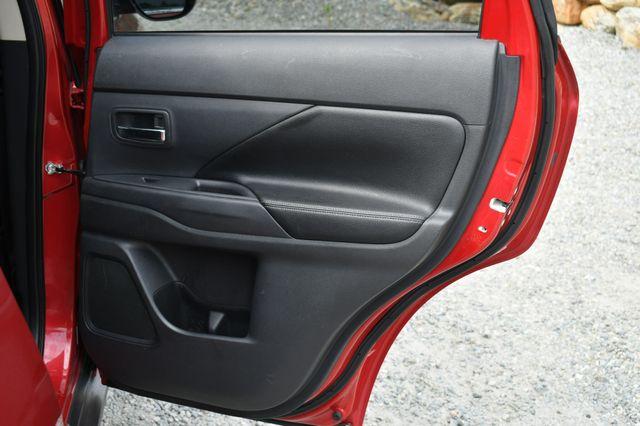 2015 Mitsubishi Outlander GT 4WD Naugatuck, Connecticut 13