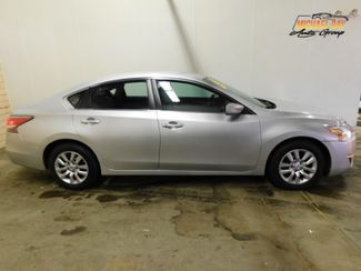 2015 Nissan Altima 2.5 S in Cleveland , OH 44111