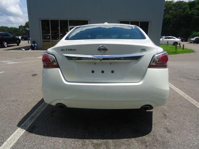 2015 Nissan Altima SL TECH PKG. NAVI. SUNRF. BOSE SOUND BLIND SPOT SEFFNER, Florida 18