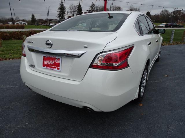 2015 Nissan Altima 2.5 S Valparaiso, Indiana 2