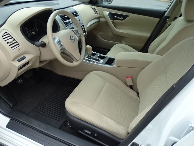 2015 Nissan Altima 2.5 S Valparaiso, Indiana 6