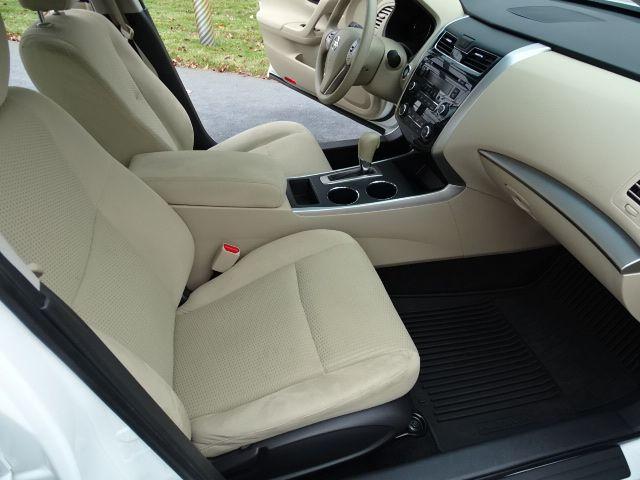 2015 Nissan Altima 2.5 S Valparaiso, Indiana 9
