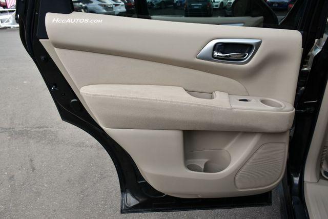 2015 Nissan Pathfinder SV Waterbury, Connecticut 26