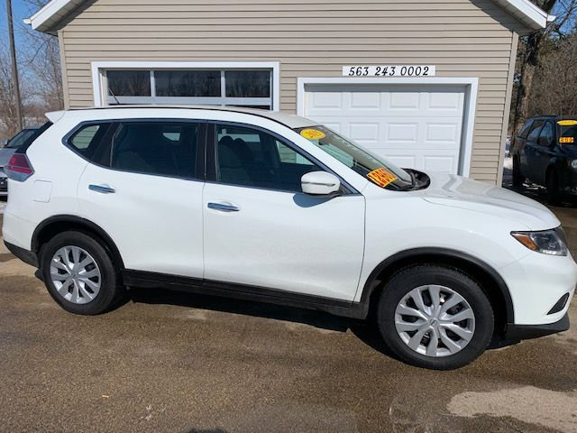2015 Nissan Rogue S in Clinton, IA 52732