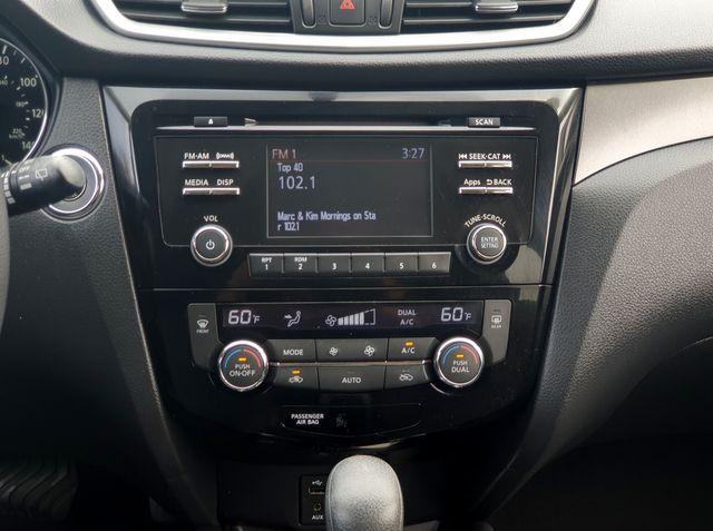 """2015 Nissan Rogue SV AWD Smart Key w/17"""" Alloys in Louisville, TN 37777"""
