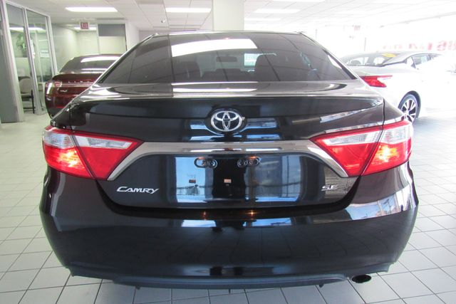 2015 Toyota Camry SE W/ BACK UP CAM Chicago, Illinois 3