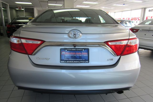 2015 Toyota Camry SE W/ BACK UP CAM Chicago, Illinois 4