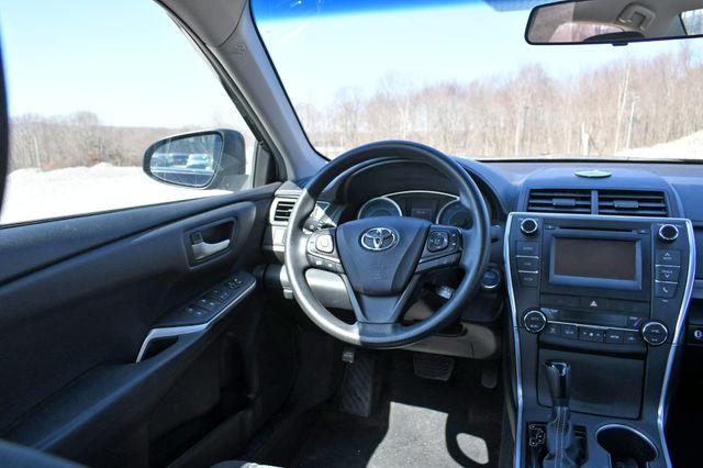 2015 Toyota Camry Hybrid LE Naugatuck, Connecticut 17