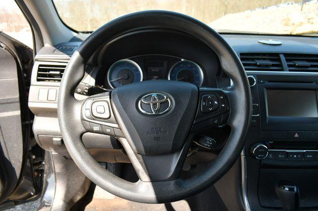 2015 Toyota Camry Hybrid LE Naugatuck, Connecticut 22