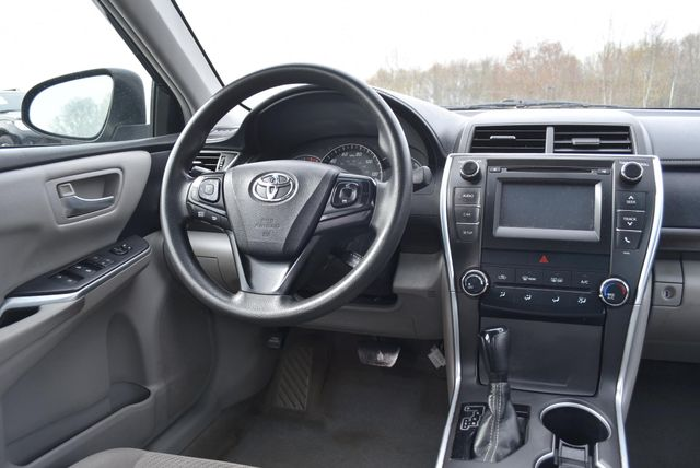 2015 Toyota Camry LE Naugatuck, Connecticut 4