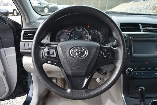 2015 Toyota Camry LE Naugatuck, Connecticut 8