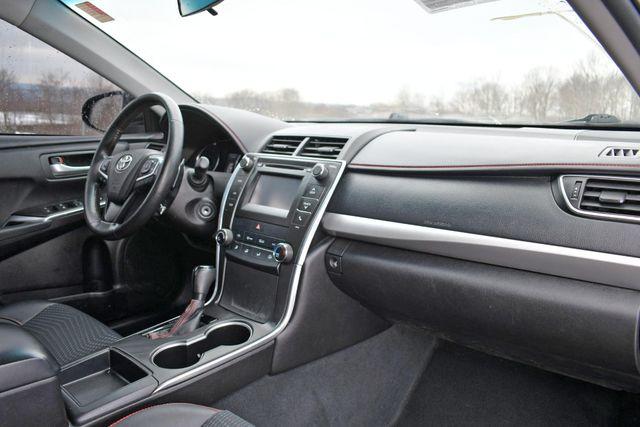 2015 Toyota Camry SE Naugatuck, Connecticut 10