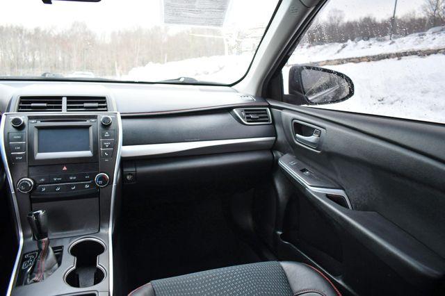 2015 Toyota Camry SE Naugatuck, Connecticut 15