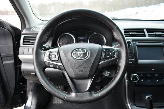 2015 Toyota Camry SE Naugatuck, Connecticut 18