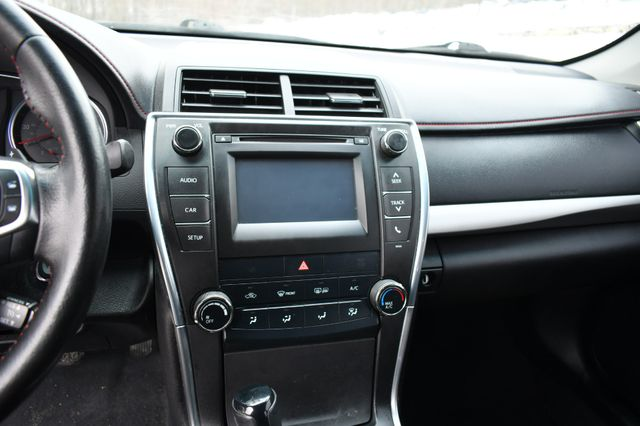 2015 Toyota Camry SE Naugatuck, Connecticut 19