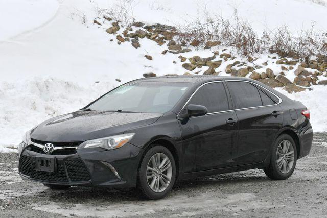 2015 Toyota Camry SE Naugatuck, Connecticut 2