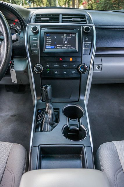 2015 Toyota Camry LE Reseda, CA 23
