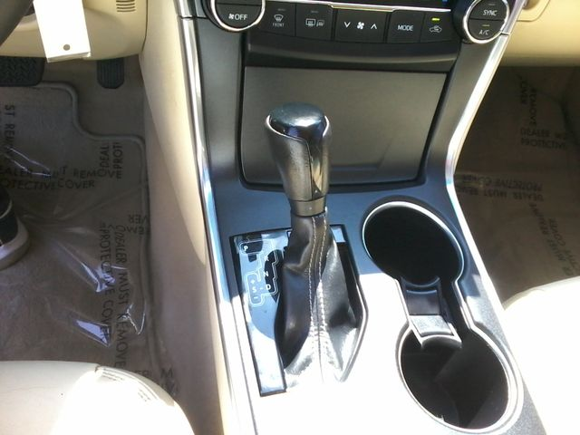 2015 Toyota Camry XLE San Antonio, Texas 17