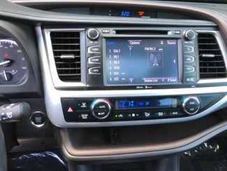 2015 Toyota Highlander XLE Farmington, MN 7