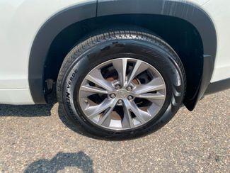 2015 Toyota Highlander XLE Farmington, MN 14