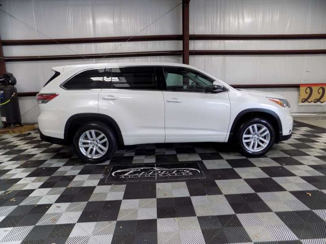 2015 Toyota Highlander LE in Gonzales, Louisiana 70737
