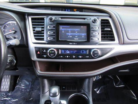 2015 Toyota Highlander LE  | Houston, TX | American Auto Centers in Houston, TX