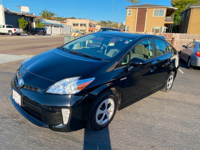 2015 Toyota Prius Two Hybrid - NO ACCIDENTS, CLEAN TITLE, ONLY 30,000 MILES