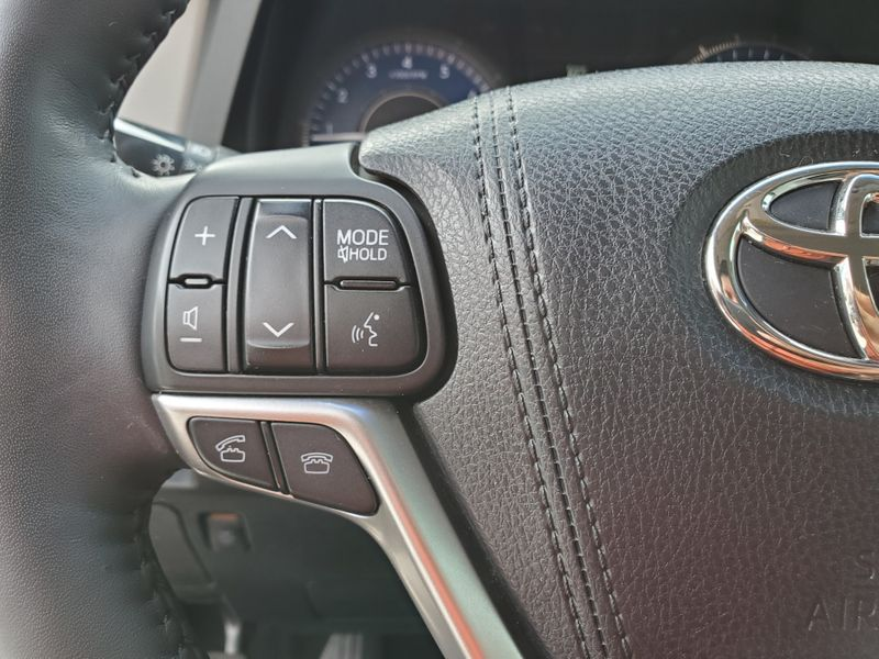 2015 Toyota Sienna Ltd  Brownsville TX  English Motors  in Brownsville, TX