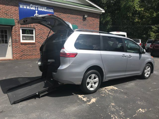 2015 Toyota Sienna Handicap wheelchair accessible essible Dallas, Georgia 11