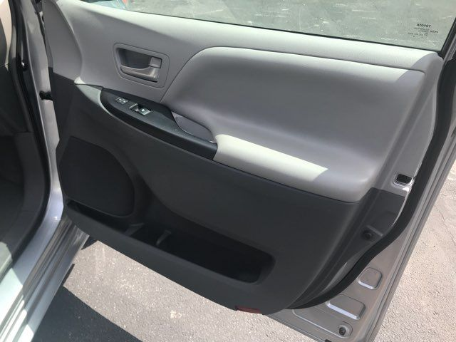 2015 Toyota Sienna Handicap wheelchair accessible essible Dallas, Georgia 21