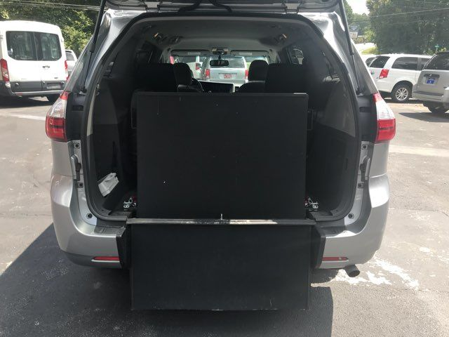 2015 Toyota Sienna Handicap wheelchair accessible essible Dallas, Georgia 9