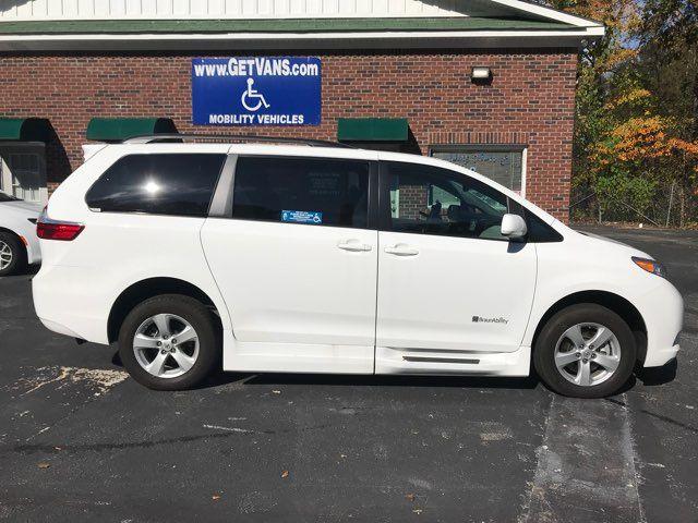 2015 Toyota Sienna LE Handicap Wheelchair accessible Dallas, Georgia 4