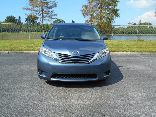 2015 Toyota Sienna Le Wheelchair Van Pinellas Park, Florida 4