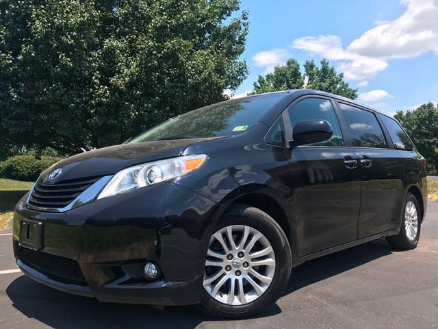 2015 Toyota Sienna XLE in Leesburg Virginia, 20175