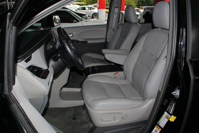 2015 Toyota Sienna XLE Premium AWD - NAVIGATION - REAR DVD - SUNROOF! Mooresville , NC 9