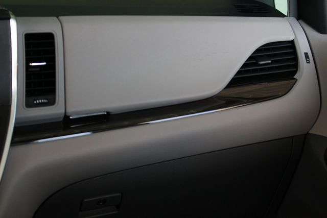 2015 Toyota Sienna XLE Premium AWD - NAVIGATION - REAR DVD - SUNROOF! Mooresville , NC 8