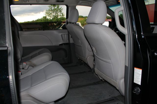 2015 Toyota Sienna XLE Premium AWD - NAVIGATION - REAR DVD - SUNROOF! Mooresville , NC 43