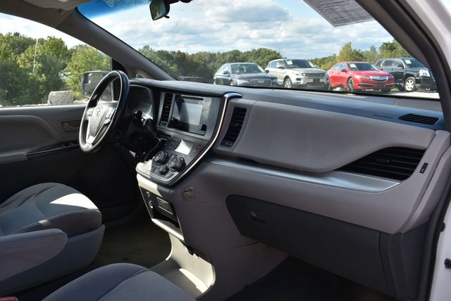 2015 Toyota Sienna L Naugatuck, Connecticut 8