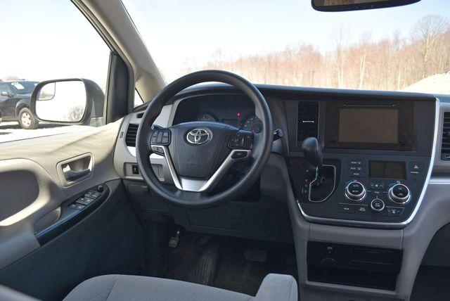 2015 Toyota Sienna LE Naugatuck, Connecticut 14