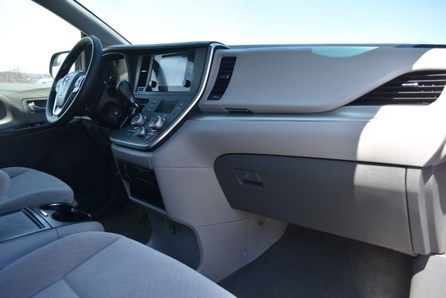 2015 Toyota Sienna LE Naugatuck, Connecticut 8