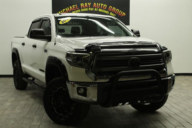 2015 Toyota Tundra SR5 in Cleveland , OH 44111