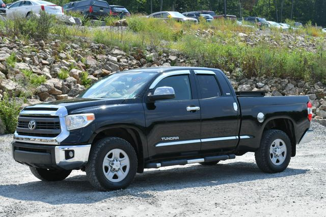 2015 Toyota Tundra SR5 4WD Naugatuck, Connecticut 2