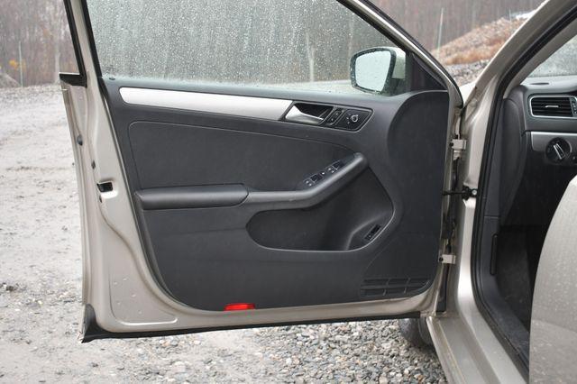 2015 Volkswagen Jetta 1.8T SE w/Connectivity/Navigation Naugatuck, Connecticut 19
