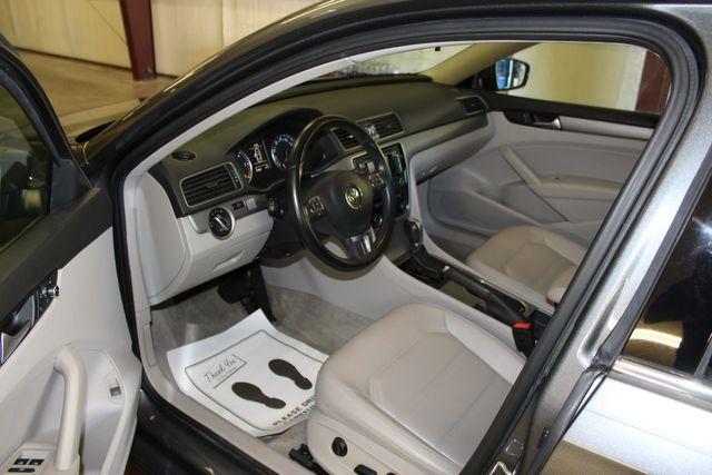 2015 Volkswagen Passat 2.0L TDI SE w/Sunroof & Nav Austin , Texas 8