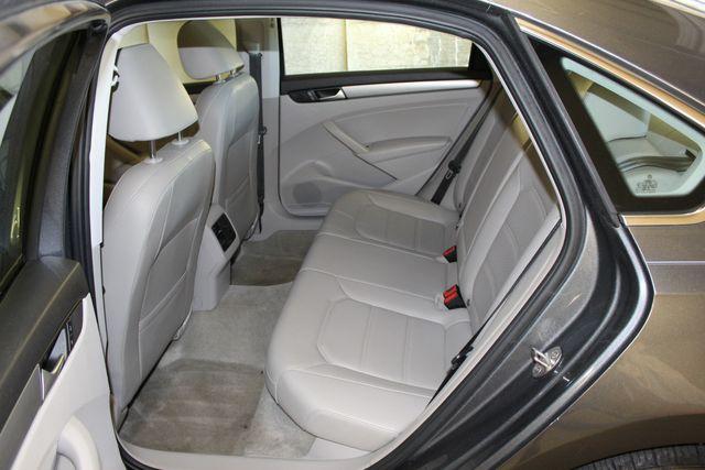 2015 Volkswagen Passat 2.0L TDI SE w/Sunroof & Nav Austin , Texas 14