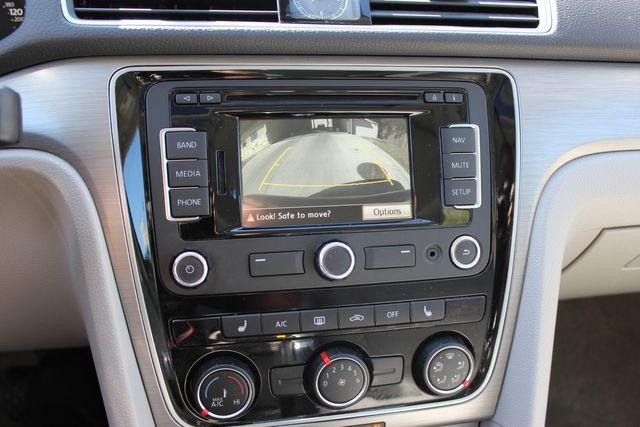 2015 Volkswagen Passat 2.0L TDI SE w/Sunroof & Nav Austin , Texas 9