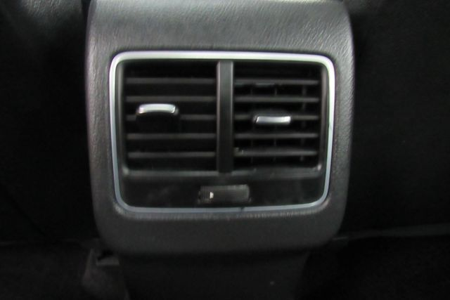 2015 Volkswagen Passat 1.8T SE w/Sunroof & Nav Chicago, Illinois 14