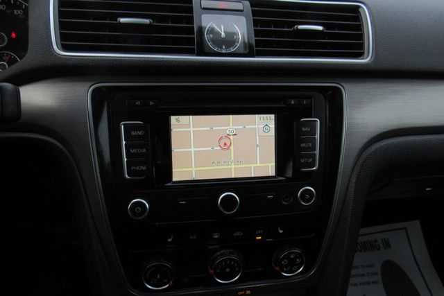 2015 Volkswagen Passat 1.8T SE w/Sunroof & Nav Chicago, Illinois 21